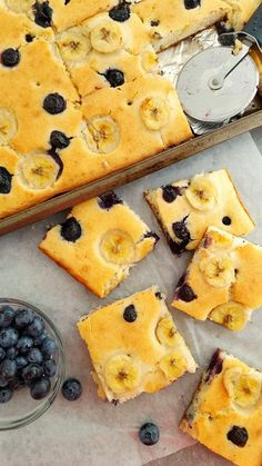 These Sheet Pan Blueberry Banana Pancakes are a great way to make a delicious, no-fuss breakfast for a crowd. Breakfast Party Foods, Breakfast For A Crowd, Healthy Breakfast Muffins, Breakfast Bake, Best Breakfast, Food For A Crowd, Breakfast Recipes, Blueberry Breakfast, Breakfast Pancakes
