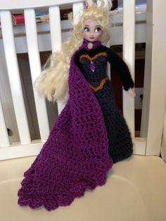 Free crochet pattern Elsa from Frozen coronation gown / cape (barbie size)