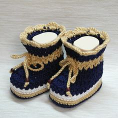 How To Make Cute Crocheted Baby Booties - DIY Crafts Tutorial - Guidecentral. Guidecentral is a fun and visual way to discover DIY ideas learn new skills, meet amazing people who share your passions and even upload your own DIY guides. Crochet Baby Boots, Crochet Bebe, Crochet Baby Clothes, Crochet Shoes, Crochet Slippers, Free Crochet, Baby Booties, Baby Shoes, Baby Slippers