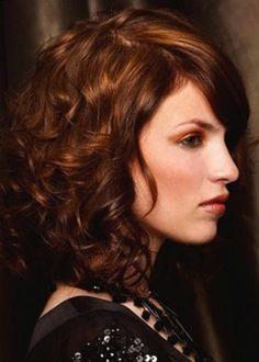 Cortes de pelo rizado para el otoño 2014: fotos de los looks
