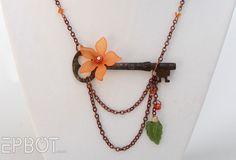 DIY Vintage Skeleton Key Necklaces (2 more at the link)