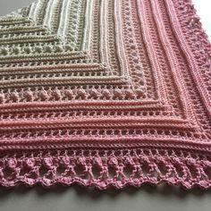 """[gallery ids=""""1172,1173,1174″ type=""""square""""] Till denna vita-rosa sjal använde jag garnet Cotton Flower 200 g från Favoritgarner och v…"""