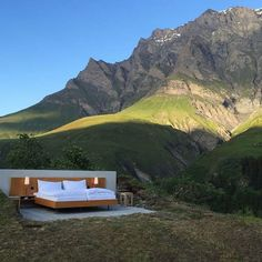 Would you feel like staying overnight in this bed? It's located in the #Safiental and is actually bookable 😊 Definitely an incomparable experience in a surrounding of pure #nature and with a view to millions of stars 😍🌒