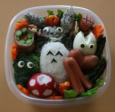 Awesome Tototro bento box...it's one's like these that make me want to start making bento boxes