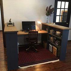 女性で、4LDKの、Lounge/DIY/書斎/パソコンコーナー/アメリカンヴィンテージ/スタディーコーナー/ニューヨークタイル/アフガンラグについてのインテリア実例。 「スタディーコーナー的...」 (2017-06-19 15:23:30に共有されました) Guest Room Office, Home Office Space, Small Room Bedroom, My Room, Home Room Design, House Design, Diy Interior, Interior Design, Cubicle Design