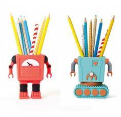 Penbot. Bliep Bliep: daar is Penbot, de robot die gek is op pennen en potloden! #kindercadeau