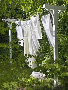 ~Build Your Own Solar Clothes Dryer; clothes line stand for the yard Bygg et tørkestativ Looks Country, Country Life, White Cottage, Cottage Style, Rose Cottage, Dream Garden, Home And Garden, Farm Life, Garden Inspiration