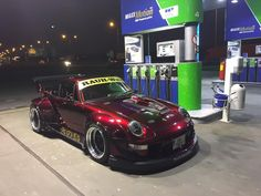 First night cruise with finished candy apple red RWB 993 in Prague. #火の鳥