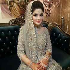 Aasvaa Fashion Net Fancy Saree in Dusty Green Bridal Jewellery Online, Pakistani Bridal Jewelry, Pakistani Bridal Dresses, Bridal Jewelry Sets, Purple Wedding Jewelry, Wedding Wear, Gold Jewelry, Jewelry Accessories, Bridal Makeup Looks