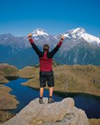 Viva, New Zealand. Best trekking (hiking) area on earth. No snakes or wild beasts ( At least the four legged kinds). National Parks in New Zealand New Zealand Tours, New Zealand Travel, Auckland, New Zealand Adventure, New Zealand Holidays, Queenstown New Zealand, New Zealand South Island, Les Continents, Beautiful Sites