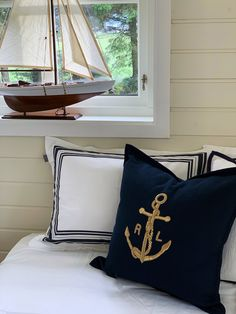 A nautical feeling in this bedroom with bedding from Gant Home and pillow  from Ralph Lauren  . #leneinteriør #leneinterior #orrestranden  #orrebeach #rmbmalerservice #strandliv #ralphlaurenhome #ganthome #sommerhytta #interior #interiør #interiorstyling #cabinlife #summercabinlife #summerstyling #norwegianbliss #sommerhus #sommerhus #sommerhusliv #maritimtinteriør #seilbåt #soveromsinspo Summer Cabins, Ralph Lauren, Throw Pillows, Photo And Video, Live, My Style, Bed, Interior, Coastal