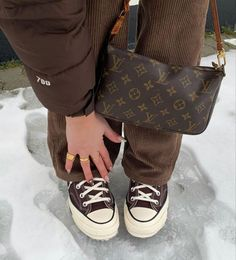 Mode Converse, Brown Converse, Outfits With Converse, Aesthetic Shoes, Aesthetic Clothes, Brown Aesthetic, Zapatillas All Star, Swag Shoes, Jordan Shoes Girls