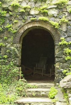 ☷☷  Innisfree Garden : http://www.finegardening.com/item/20170/wave-hill-chairs-at-innisfree
