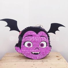 Que tal nuestra piñata Vampirina? Birthday Pinata, 3rd Birthday Cakes, 6th Birthday Parties, Baby Birthday, Birthday Ideas, Girl Birthday Decorations, Fiesta Party, Colorful Party, Halloween Party