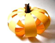 25 Simple Halloween Ideas for Kids Crafts, Handmade Halloween Decorations #halloween funny Couple Halloween Costumes For Adults, Diy Halloween Games, Halloween Crafts For Kids, Halloween Projects, Easy Halloween, Halloween Nails, Kids Crafts, Halloween Party, Halloween Decorations