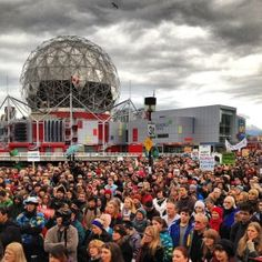 Thousands in Canada and Australia protest anti-climate policies. (Photo: Think Progress/Twitter)