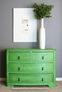 Annie Sloan Chalk Paint with dark wax // Antibes Green.