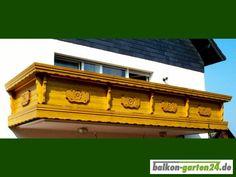 """Holzbalkon """"Kempten"""" Balkongeländer - Holzart: nord. Fichte. Finden Sie alle unsere Produkte im Webshop unter https://balkon-garten24.de"""