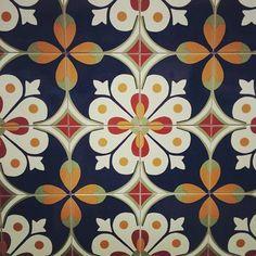 New kitchen backsplash tin color schemes ideas Outdoor Kitchen Countertops, Concrete Countertops, Kitchen Wall Tiles, Kitchen Backsplash, Spanish Tile, Outdoor Kitchen Design, Vintage Design, Tile Patterns, Tile Design