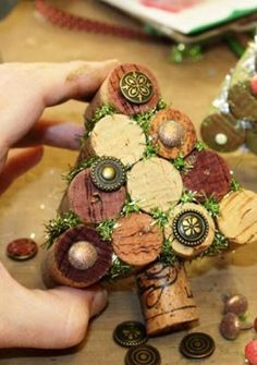 wine cork tree: The Little Blue House Wine Craft, Wine Cork Crafts, Wine Bottle Crafts, Wine Bottles, Bottle Candles, Cork Christmas Trees, Christmas Holidays, Christmas Decorations, Christmas Ornaments