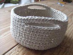 Billedresultat for diy hækling Crochet Bowl, Diy Crochet And Knitting, Chrochet, Crochet Projects, Straw Bag, Projects To Try, Crafts, Inspiration, Crochet Baskets