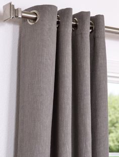 ingeslagen ringen- roede met strakke eindknop - Grey Curtains in the living and dining room