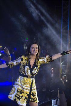 Laura Pausini in concerto a Cuba Laura Paussini, Superstar, Wonder Woman, Singer, Superhero, Lp, Stars, My Love, Tube