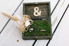 Dyi wedding ring box | stained box & moss