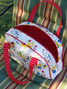 Flickr Feature ~ Bag Month | Sew Mama Sew | Outstanding sewing, quilting, and needlework tutorials since 2005.