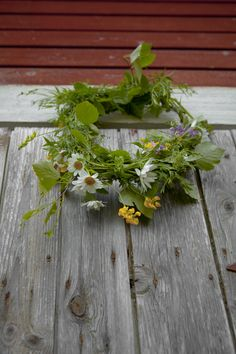 Midsummer - instead of a crown, a wreath on the door?