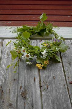 Midsummer - instead of a crown, a wreath on the door?