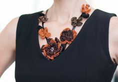 Ring of flowers necklace pattern made with Anchor Artiste Metallic... Free pattern!
