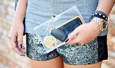 Aprenda a usar a bolsa da moda: Clutch! http://www.feminices.blog.br/bolsa-da-moda-como-usar-clutch/