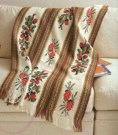 Tunisian crochet with embroidery (photo)
