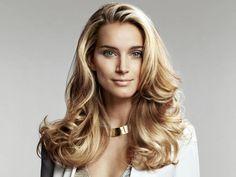 Frisuren-Anleitung: Lässige Wellen | Für Sie