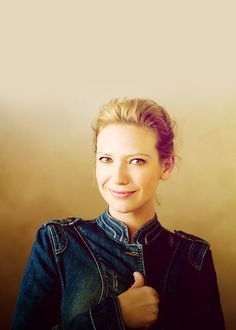 i love this woman. she's just incredible and adorable, and sexy, and hot, and beautiful, and her acting? ooohhh! who is she? ANNA TORV.