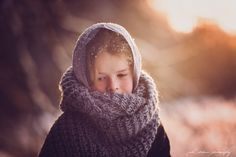 Niki-Strbian-winter-portraits-children-lake-Finland-4