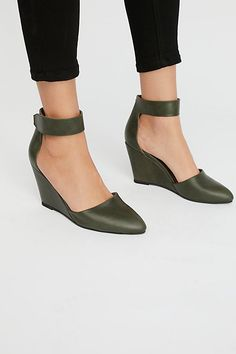 11f7d95c04b35e Slide View 2  Peaks Point Wedge Pointed Wedges