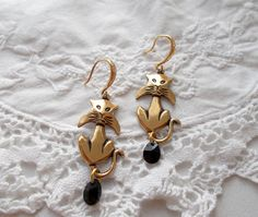 Halloween Kitty dangle earrings with Swarovski mini pears in Jet by RicePaperJewels on Etsy