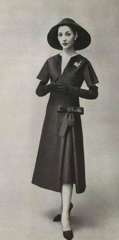 31 Super Ideas For Dress Vintage Haute Couture Christian Dior Vintage Dior, Moda Vintage, Vintage Couture, Vintage Mode, Vintage Glamour, Vintage Beauty, Vintage Hats, Fifties Fashion, Retro Fashion