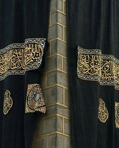 The kabah getting a new kiswah. .a beautiful pic. # Mecca