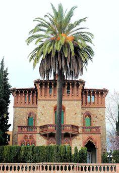 Mejores 456 im genes de arquitectura orientalista en pinterest arquitectura edificios y barcelona - Casa vives gaudi ...
