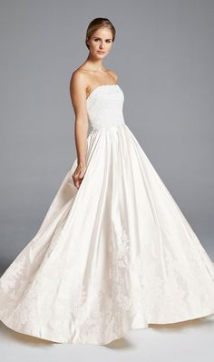 Anne Barge showed their latest wedding dresses at Bridal Fashion Week. See Anne Barge spring 2019 wedding dresses here Anne Barge Wedding Dresses, Bridal Dresses, Bridal Fashion Week, Perfect Wedding Dress, Beautiful Gowns, Bridal Style, Bridesmaid Dress, Marie, Ball Gowns