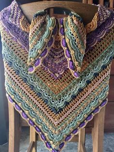 Colours - lost in time shawl Crochet Cape, Crochet Shirt, Knit Or Crochet, Crochet Crafts, Crochet Stitches, Crochet Shawls And Wraps, Knitted Shawls, Crochet Scarves, Crochet Clothes