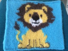 Dagens kjøpeoppskrift: Sitteunderlag med løve | Strikkeoppskrift.com Diy And Crafts, Fictional Characters, Cow, Creative, Fantasy Characters