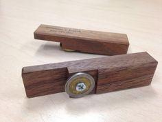 Abridor de botella personalizada de madera por EntropicWoodWorks