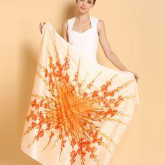 Elegantná hodvábna šatka s kvetinovým vzorom - 110 x 110 cm Outfit, Outfits, Kleding, Clothes