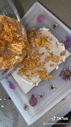 Diy Resin Projects, Diy Resin Art, Epoxy Resin Art, Diy Resin Crafts, Diy Home Crafts, Craft Projects, Diy Resin Keychain, Cristal Rose, Handmade Scrapbook