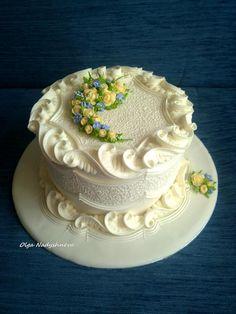 Dort krémový * svatební - s krásně zdobeným okrajem a kyticí žluto modrých růžiček.
