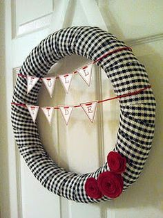 Love this Alabama wreath. :) Love my team, and so glad we have the classiest colors & patterns!